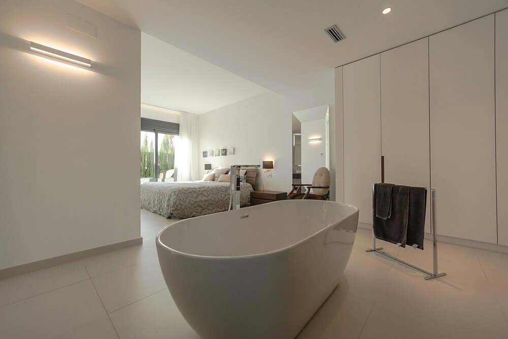 Sauberes Badezimmer einer Finca auf Mallorca.